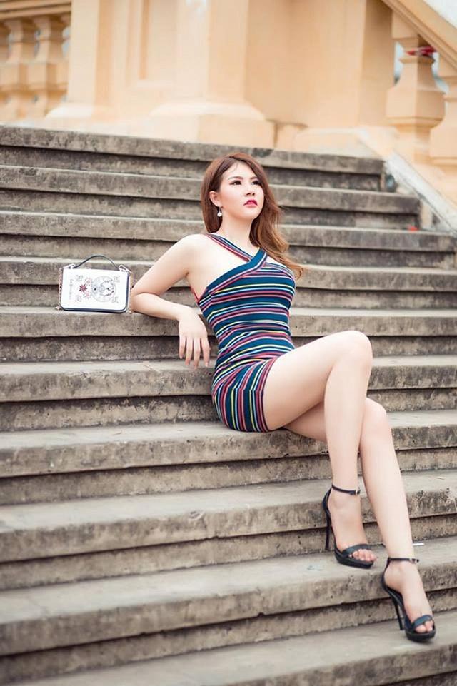Hoa Hậu Huỳnh Vy diện bikini sexy khoe vòng 3 100cm - Gái