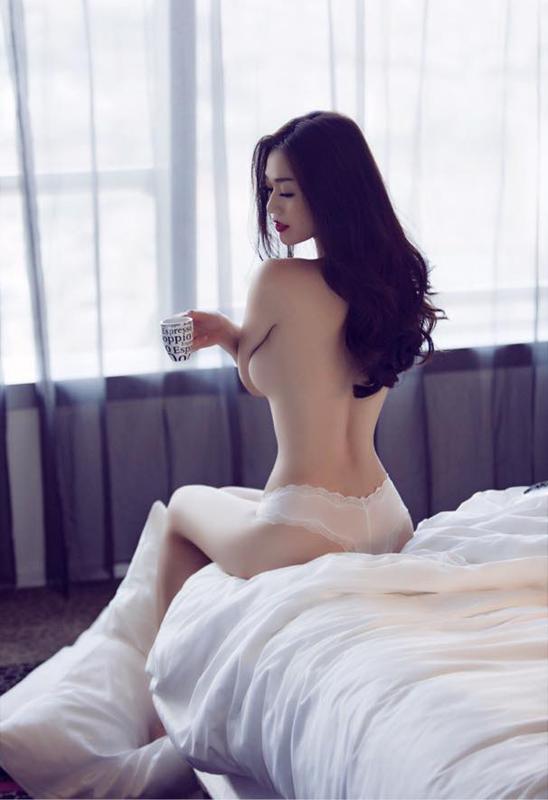 khanh-my-khoe-body-nong-bong-khien-phai-manh-chay-nuoc (1)